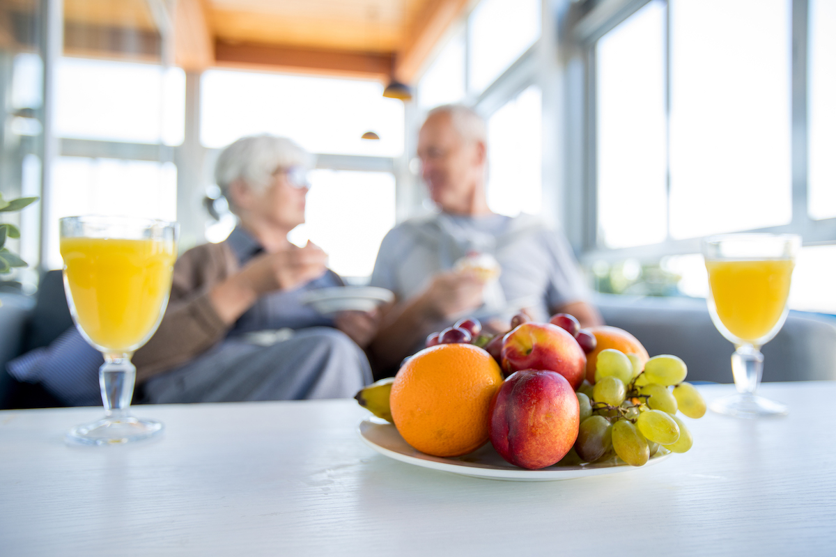 healthy-seniors-with-fruits-J8WZ765